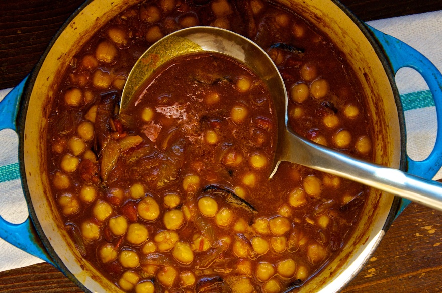 Khatte Channe(Chickepeas in Spicy Tomato Sauce)